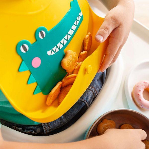 VIIDA-podbradak-za-bebe-s-naramenicom-iz-serije-Joy-žuti-upotreba
